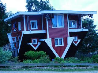 verdrehtes Haus